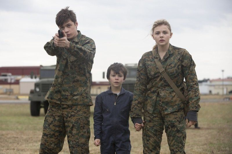 "L-r, Nick Robinson, Zackary Arthur and ChloÎ Grace Moretz star in Columbia Pictures' ""The 5th Wave."""